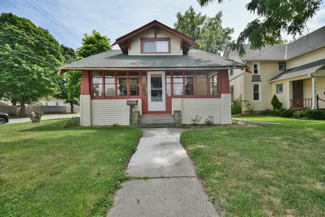 925 Beechwood Ave, Waukesha, WI 53186 (#1697285) :: Keller Williams Realty - Milwaukee Southwest