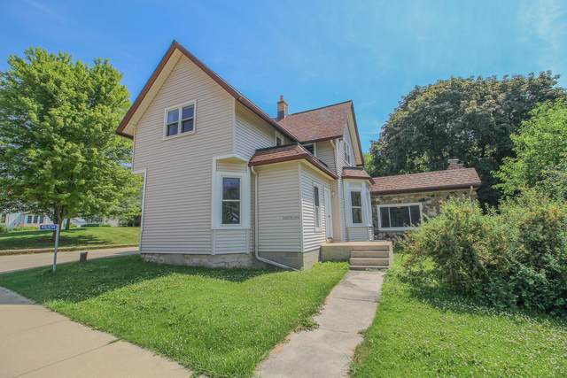 W282N7366 Main St, Merton, WI 53056 (#1697292) :: RE/MAX Service First Service First Pros