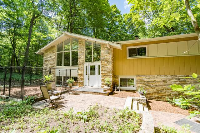 679 Ridgewood Knoll, Richfield, WI 53033 (#1697318) :: RE/MAX Service First Service First Pros