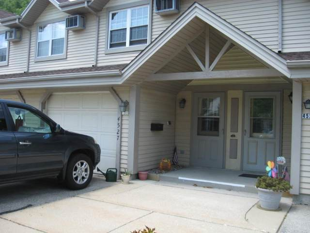 4527 S Greenridge Cir, Greenfield, WI 53220 (#1697394) :: Keller Williams Realty - Milwaukee Southwest