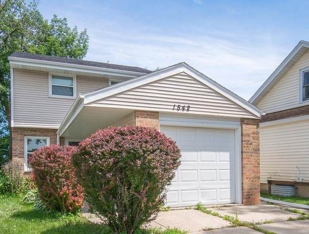 1542 S 95th St, West Allis, WI 53214 (#1697511) :: NextHome Prime Real Estate
