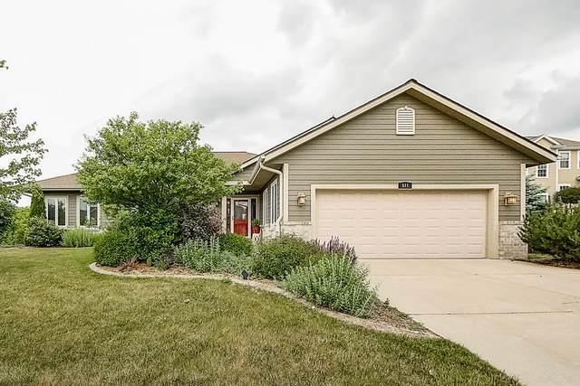 511 Oakmont Dr, Waukesha, WI 53188 (#1697533) :: Keller Williams Realty - Milwaukee Southwest
