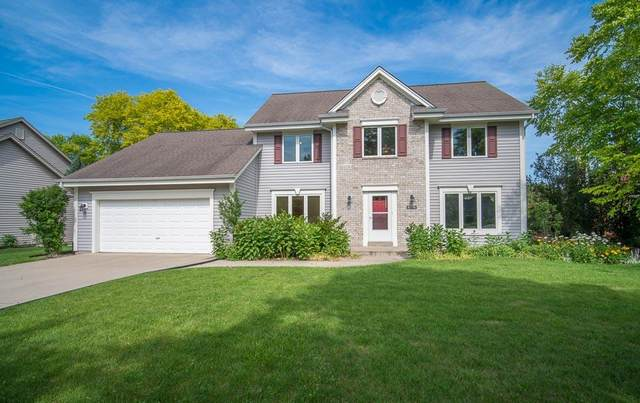8076 S Meadowcreek Ct, Franklin, WI 53132 (#1697571) :: Keller Williams Realty - Milwaukee Southwest