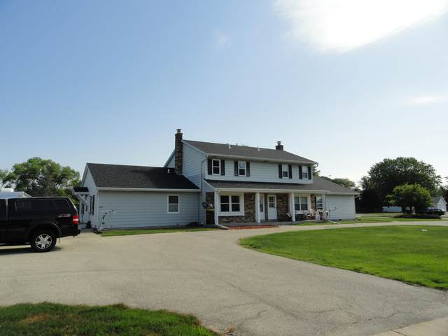 1382 Honeysuckle Rd, Hartford, WI 53027 (#1697746) :: Tom Didier Real Estate Team