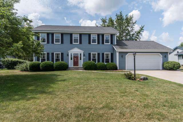 N108W16393 Scarlet Dr, Germantown, WI 53022 (#1697809) :: RE/MAX Service First Service First Pros