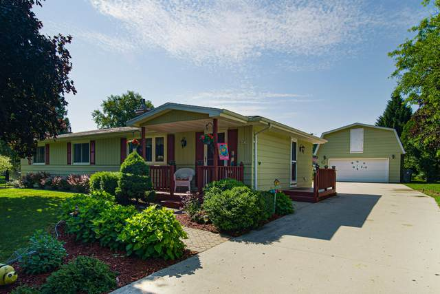 1419 Marshall Ave, Cleveland, WI 53015 (#1697914) :: RE/MAX Service First Service First Pros