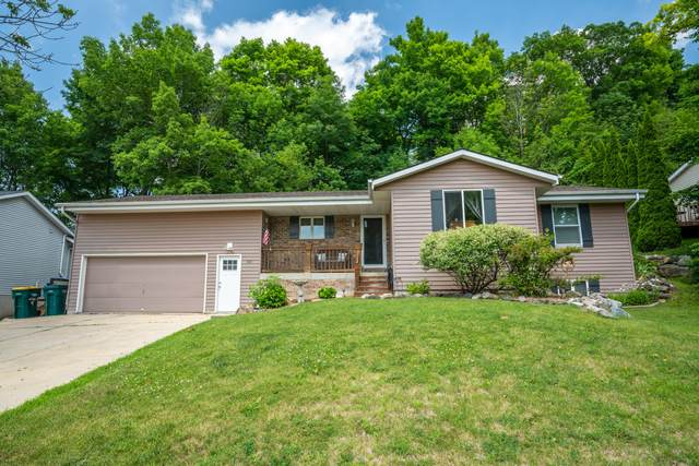 618 Highview Dr, Slinger, WI 53086 (#1698020) :: RE/MAX Service First Service First Pros