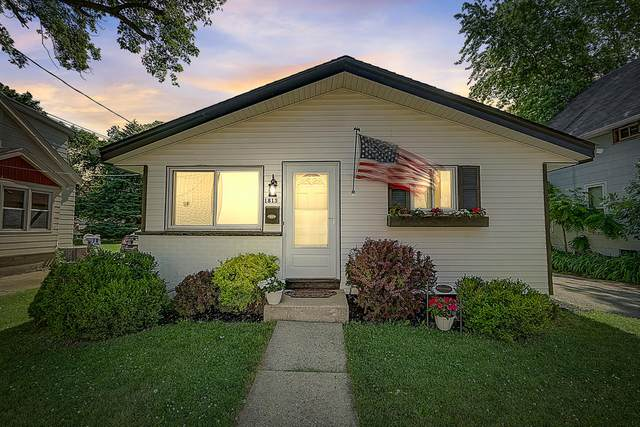 1813 Jefferson Ave, Waukesha, WI 53186 (#1698051) :: RE/MAX Service First Service First Pros
