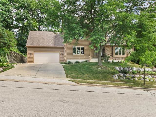 1006 Larchmont Dr, Waukesha, WI 53186 (#1698173) :: RE/MAX Service First Service First Pros
