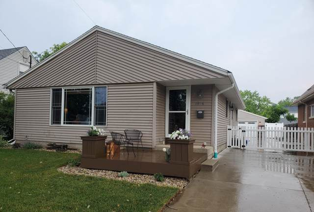 1916 Summit Ave, Waukesha, WI 53188 (#1698330) :: RE/MAX Service First Service First Pros
