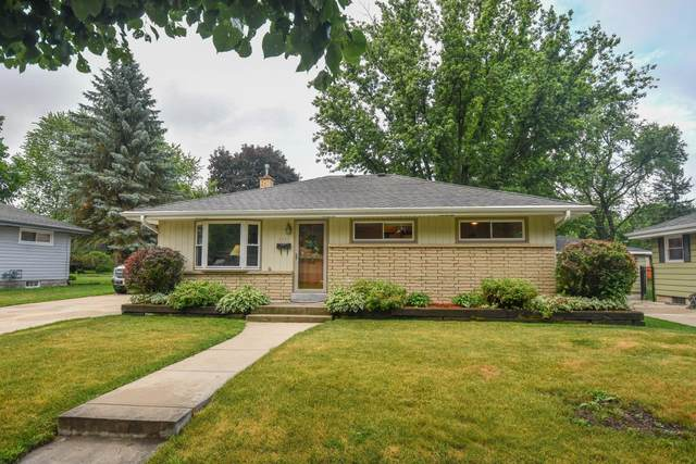 1545 Pine St, Waukesha, WI 53188 (#1698336) :: RE/MAX Service First Service First Pros