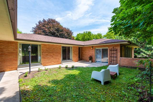 N112W19666 Mequon Rd, Germantown, WI 53022 (#1698408) :: RE/MAX Service First Service First Pros