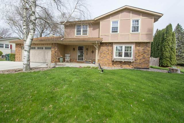 1721 Longmeadow Dr, West Bend, WI 53095 (#1698567) :: RE/MAX Service First Service First Pros