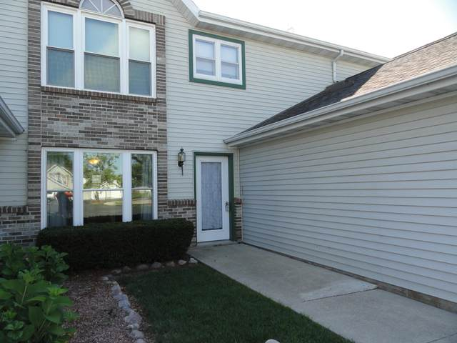 68 Stacy Lynn Ln C, Hartford, WI 53027 (#1698588) :: RE/MAX Service First Service First Pros
