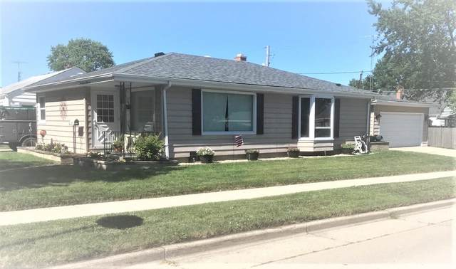 7737 38th Ave, Kenosha, WI 53142 (#1698643) :: RE/MAX Service First Service First Pros