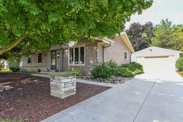 1804 Center Rd., Waukesha, WI 53189 (#1698662) :: RE/MAX Service First Service First Pros