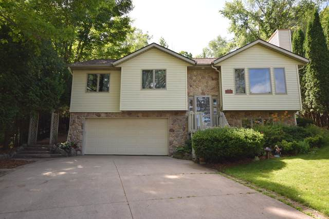 518 Oak Ter, Slinger, WI 53086 (#1698665) :: RE/MAX Service First Service First Pros