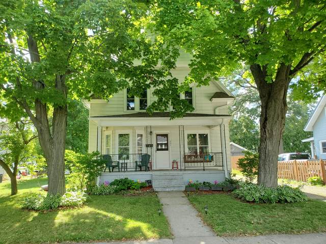 321 Jackson St, Fort Atkinson, WI 53538 (#1699302) :: RE/MAX Service First Service First Pros
