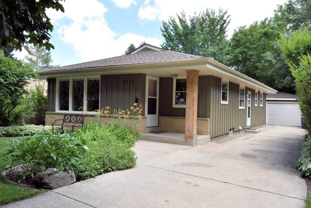 2526 N 114th St, Wauwatosa, WI 53226 (#1699716) :: OneTrust Real Estate