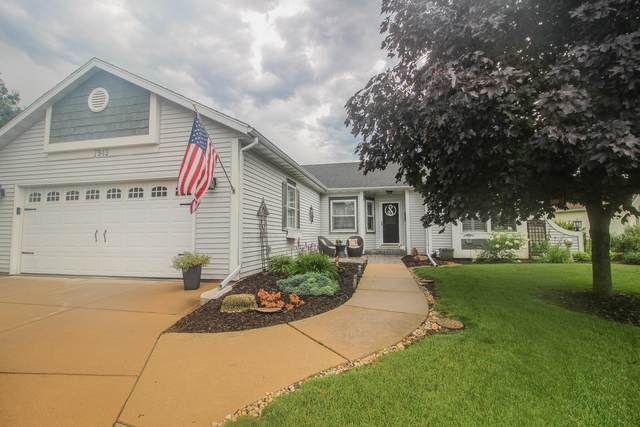 7949 Golden Bay Trl, Waterford, WI 53185 (#1699892) :: OneTrust Real Estate