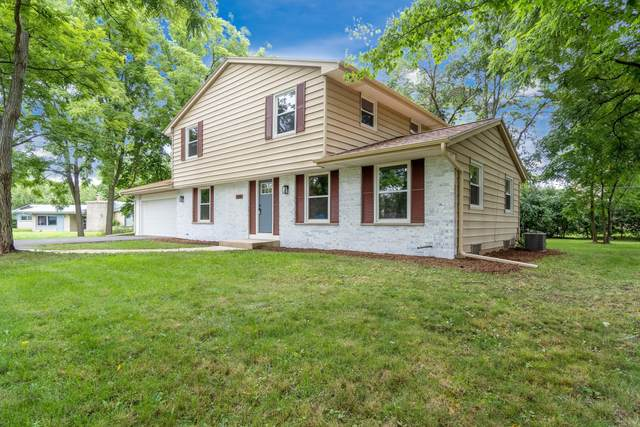 900 N Barker Rd, Brookfield, WI 53045 (#1699955) :: RE/MAX Service First Service First Pros