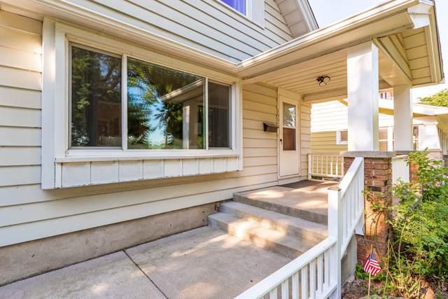 1531 E Lake Bluff Blvd, Shorewood, WI 53211 (#1700021) :: Tom Didier Real Estate Team