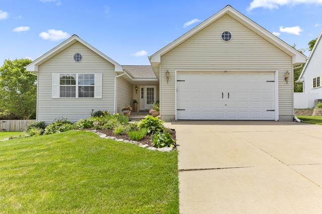 2304 Judith Ln, Waukesha, WI 53188 (#1700358) :: OneTrust Real Estate