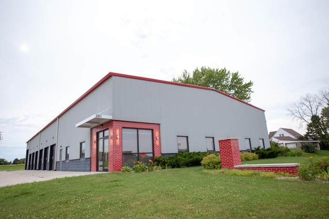 251 Lakeview Dr, Belgium, WI 53004 (#1700469) :: Tom Didier Real Estate Team
