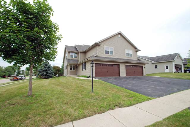 889 Hickory Creek Dr, Oconomowoc, WI 53066 (#1700508) :: OneTrust Real Estate