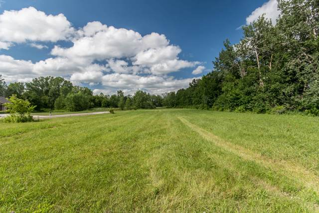 1504 Stonewall Dr, New Holstein, WI 53062 (#1700778) :: RE/MAX Service First Service First Pros