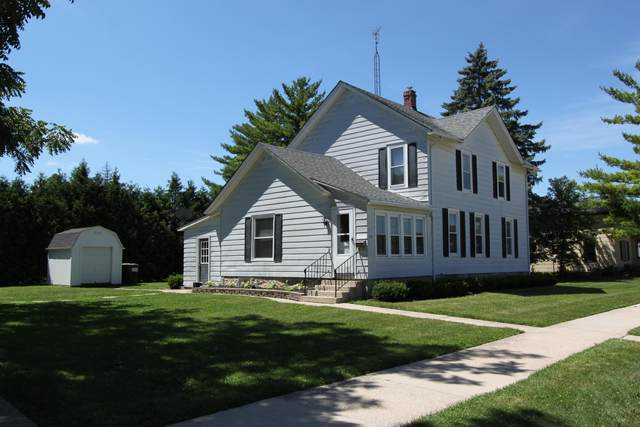 211 E Walworth St, Elkhorn, WI 53121 (#1700813) :: RE/MAX Service First Service First Pros
