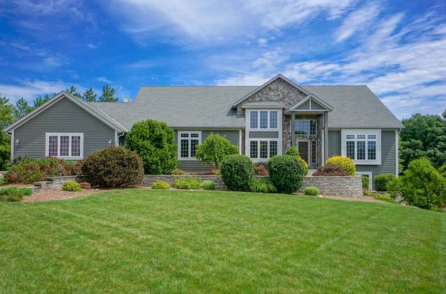 W306S2774 Wild Berry Ln, Genesee, WI 53188 (#1701142) :: RE/MAX Service First Service First Pros
