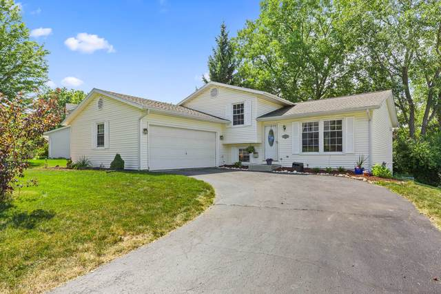 838 Crescent Ln, Hartland, WI 53029 (#1701203) :: Keller Williams Realty - Milwaukee Southwest