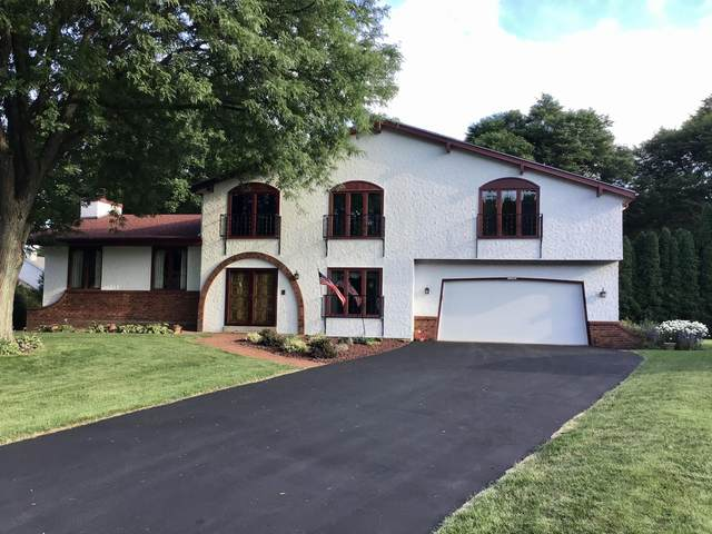 12685 W Scarborough Ct, New Berlin, WI 53151 (#1701285) :: RE/MAX Service First Service First Pros