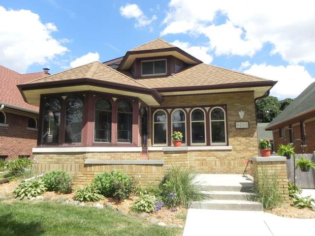 2424 N 64th St, Wauwatosa, WI 53213 (#1701549) :: OneTrust Real Estate