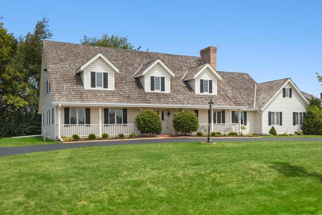 7800 W Knightsbridge Dr, Mequon, WI 53097 (#1701705) :: RE/MAX Service First Service First Pros