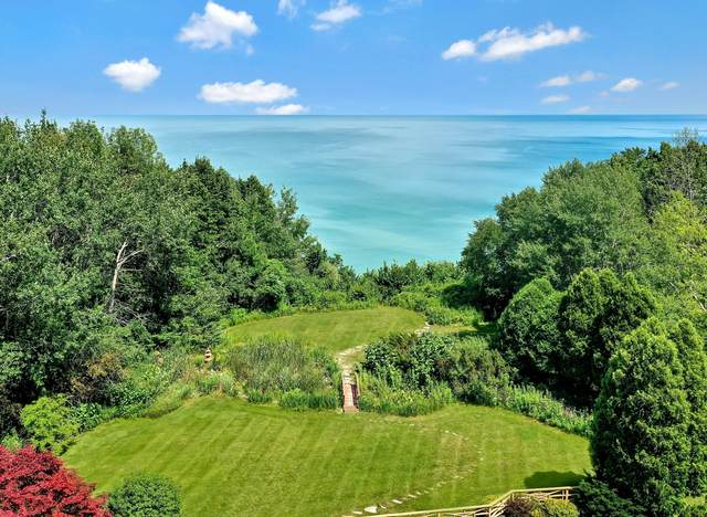 326 W Seacroft Ct, Mequon, WI 53092 (#1701906) :: OneTrust Real Estate