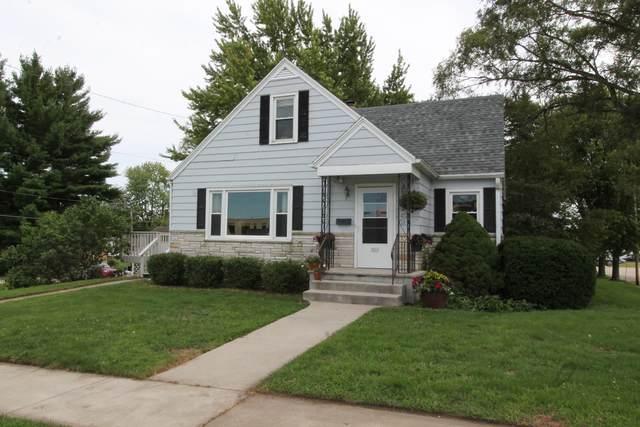 301 Wainwright Ave, Burlington, WI 53105 (#1702041) :: OneTrust Real Estate
