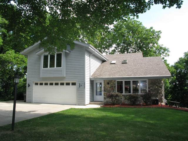 2905 Coventry Ln, Waukesha, WI 53188 (#1702110) :: RE/MAX Service First Service First Pros