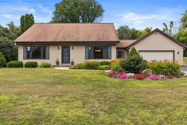 W275S4471 Green Country Rd, Waukesha, WI 53189 (#1702144) :: NextHome Prime Real Estate