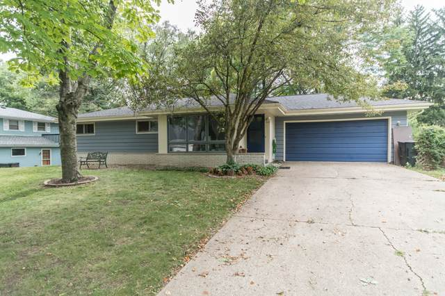 440 S Woodland Dr, Whitewater, WI 53190 (#1702185) :: RE/MAX Service First Service First Pros