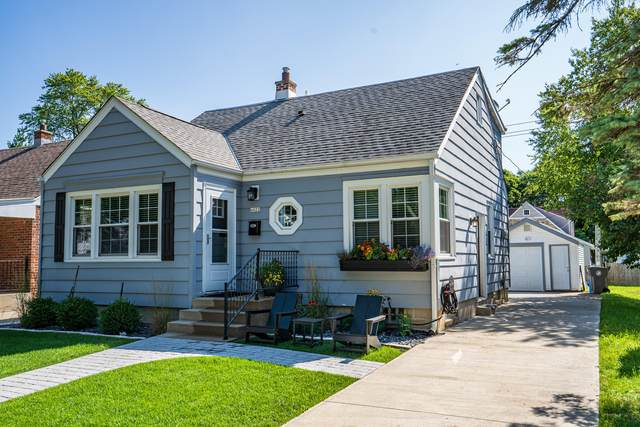 4822 N Elkhart Ave, Whitefish Bay, WI 53217 (#1702199) :: Tom Didier Real Estate Team
