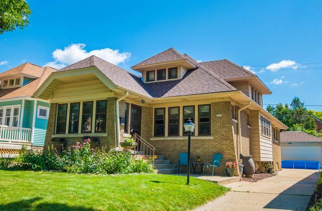2362 N 61st St, Wauwatosa, WI 53213 (#1702384) :: RE/MAX Service First Service First Pros
