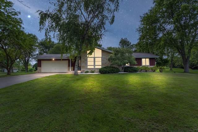 2179 Ridgewood Rd, Grafton, WI 53024 (#1702453) :: OneTrust Real Estate