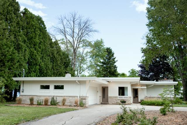 12410 N Lake Shore Dr, Mequon, WI 53092 (#1702504) :: OneTrust Real Estate