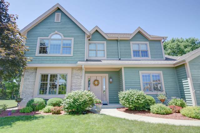 3915 S Waterbury Ct, New Berlin, WI 53151 (#1702565) :: RE/MAX Service First Service First Pros