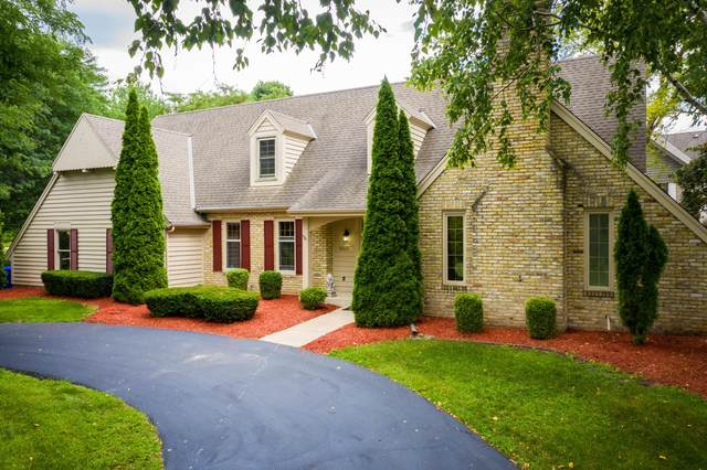 19685 Warwick Dr, Brookfield, WI 53045 (#1702568) :: RE/MAX Service First Service First Pros