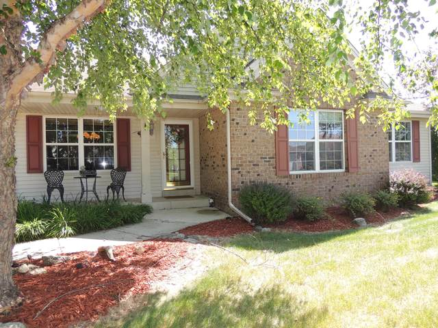 607 Maple Tree Dr, Waterford, WI 53185 (#1702658) :: OneTrust Real Estate