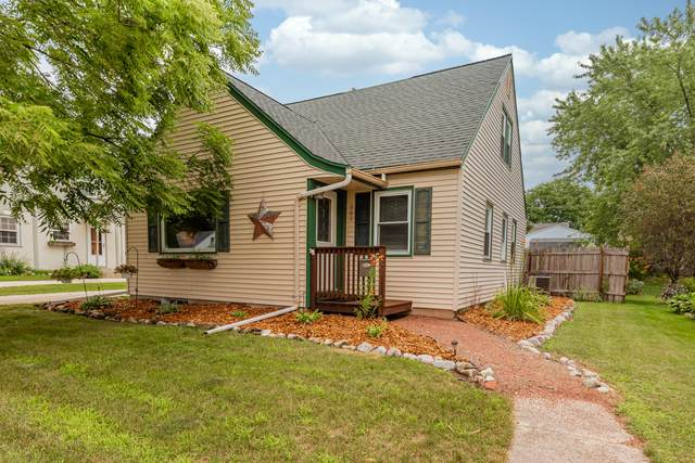 661 Wolcott St, West Bend, WI 53090 (#1702662) :: Tom Didier Real Estate Team