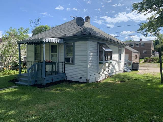 3852 S 39th St, Greenfield, WI 53221 (#1702694) :: Keller Williams Realty - Milwaukee Southwest